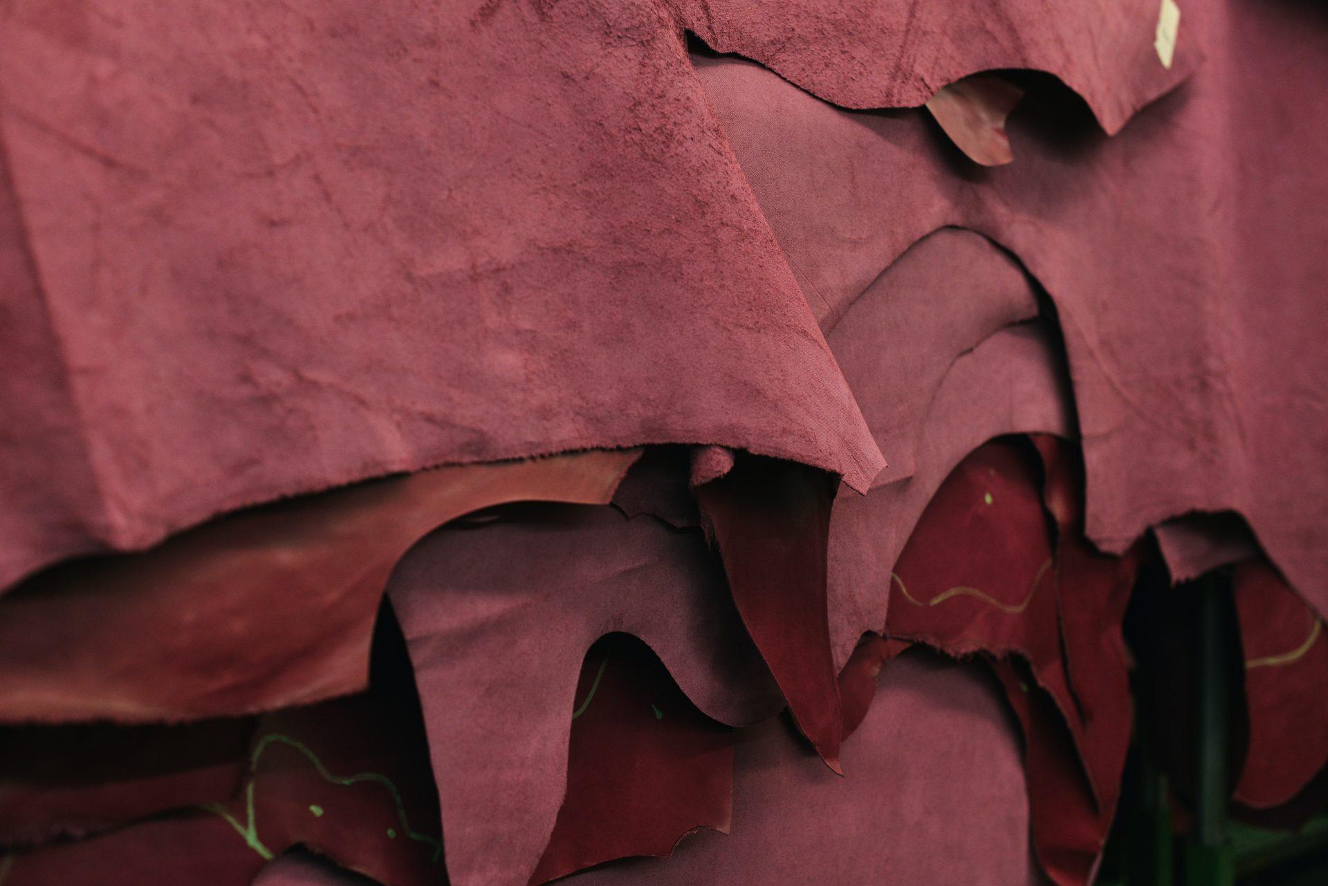 羊革の財布が風水的におすすめな理由とは?羊革の特長やラムスキンについてもご紹介します。