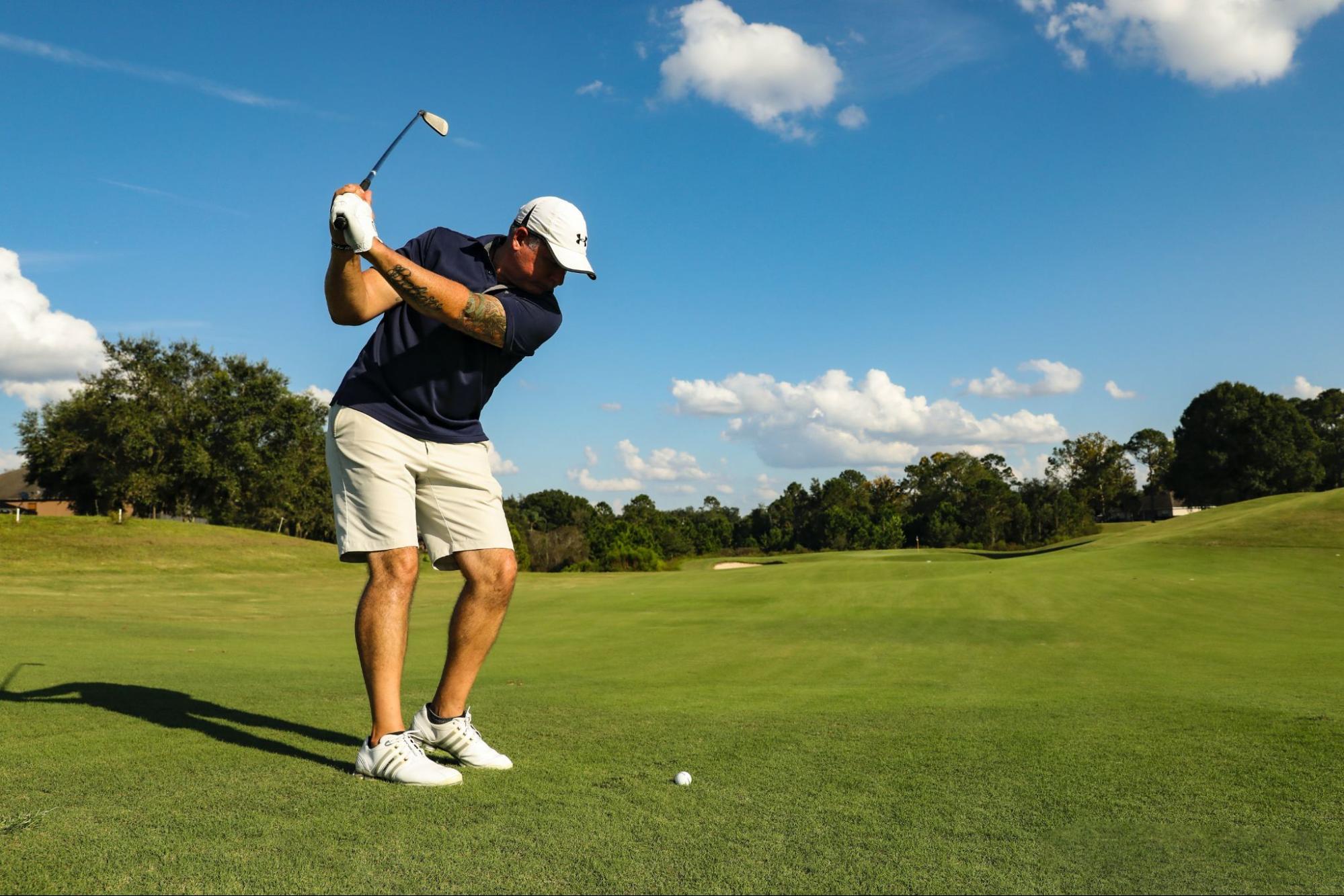 父の日にはゴルフ用品のプレゼントを!ゴルフウェアやバッグ、ボールなどおすすめ商品を紹介