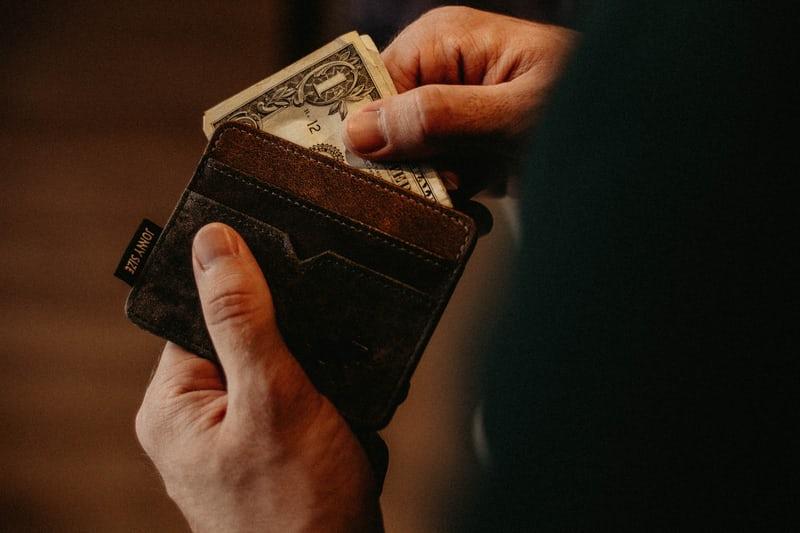 父の日のプレゼントは財布がおすすめ!40代~80代まで幅広く紹介します。