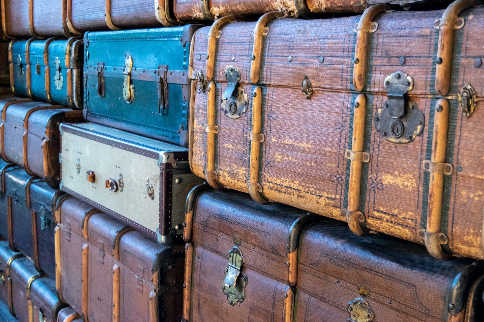 スーツケースの捨て方とは?処分方法・手順も含めて解説します!