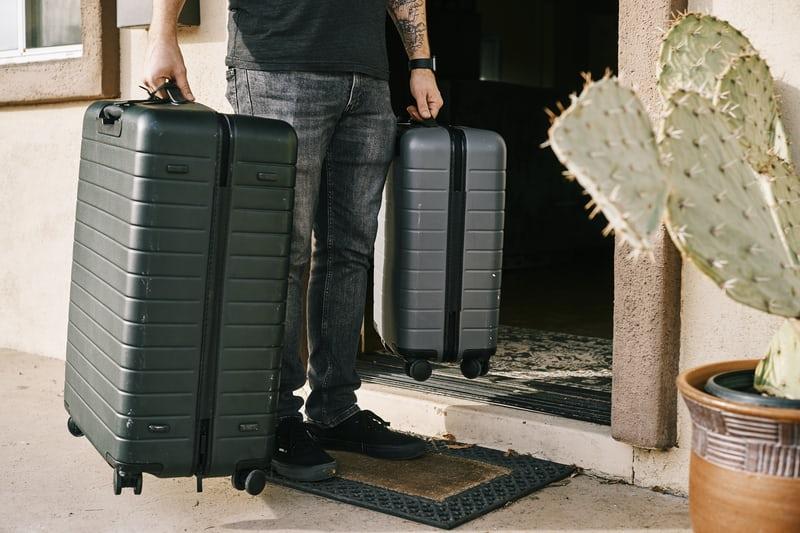 【2021年版】スーツケースのおすすめ!選び方や注目ブランド、機内持ち込みの注意点を解説