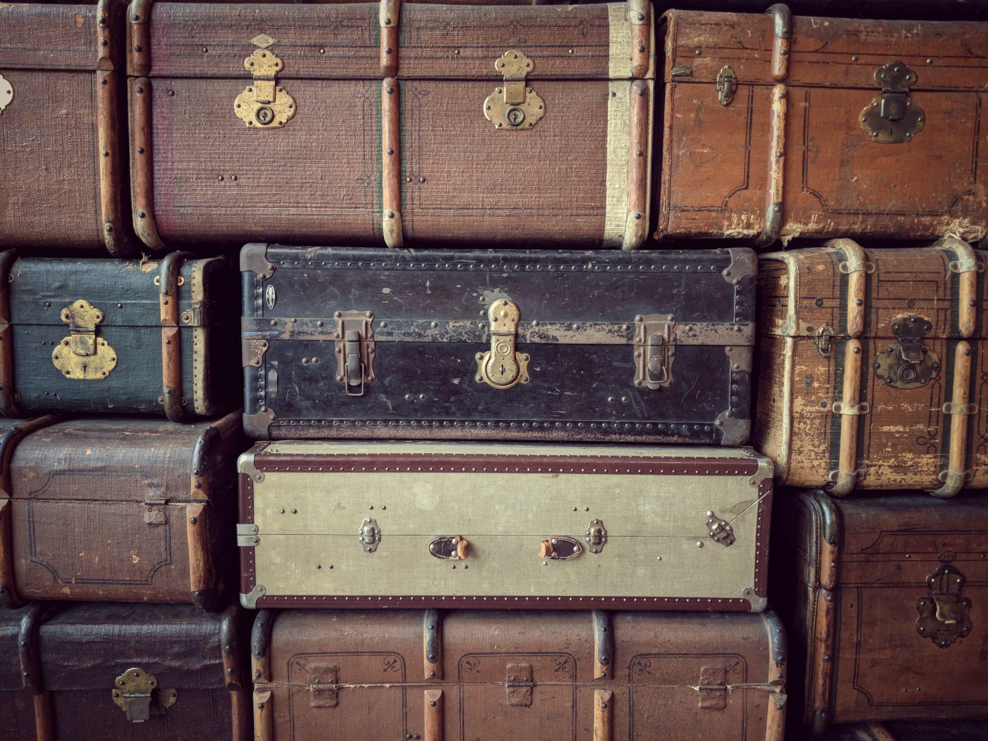 スーツケースの収納場所・方法とは?使わない時の有効な活用方法も解説します!
