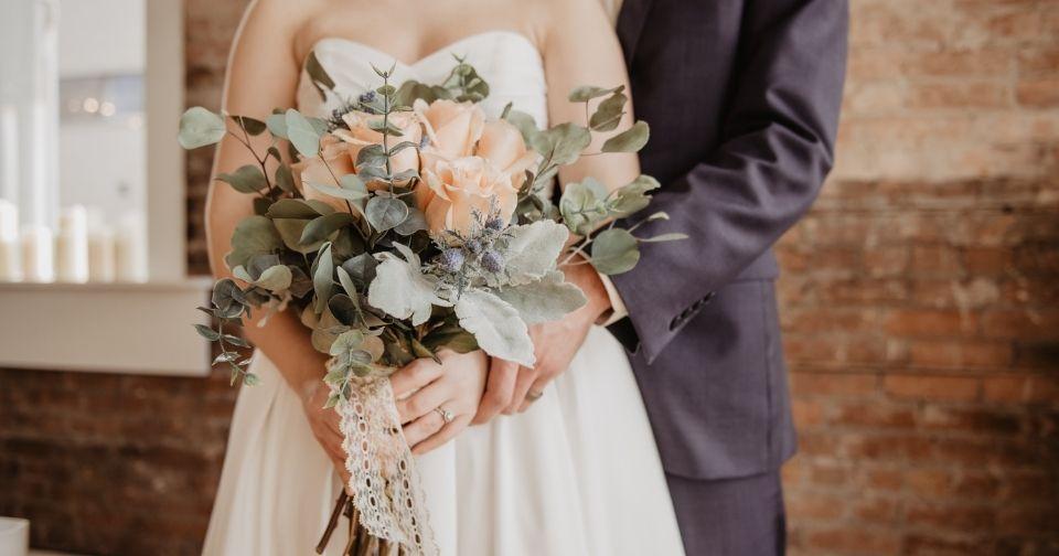 結婚式お呼ばれバッグ・サブバッグの選び方とは? マナーとおすすめのバッグを紹介します!